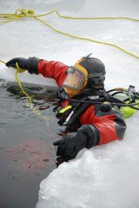 dive rescue ice rope rescue
